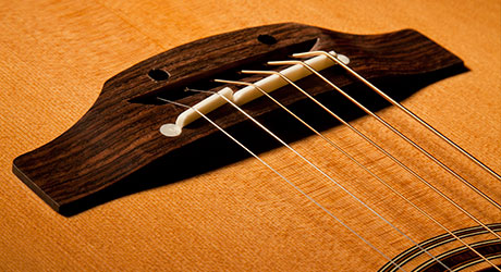 Takamine Gitarre - Zweigeteilter Stegsattel
